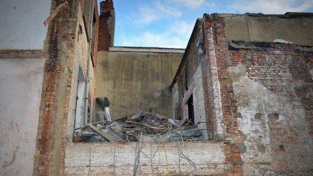 demolition-558411_1920