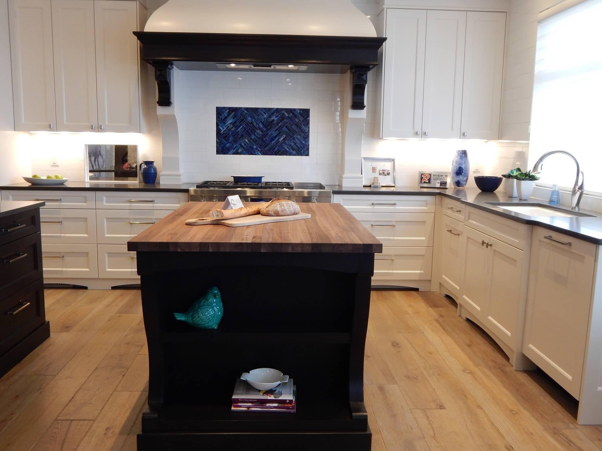 Kookeiland kleine ruimte fabulous kleine keuken met tafel with