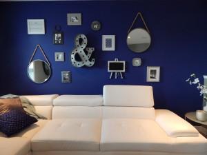 Moderne inrichting voorbeeld van veel accessoires in dezelfde stijl.